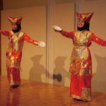 留学生によるプレートダンス